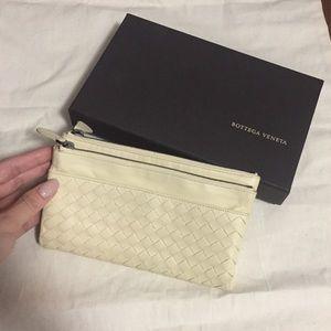 Bottega Veneta   Foldable Leather Wallet in Cream